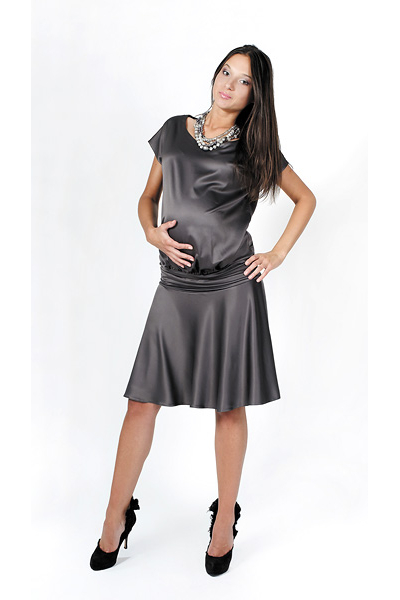 Платье атласное для беременных